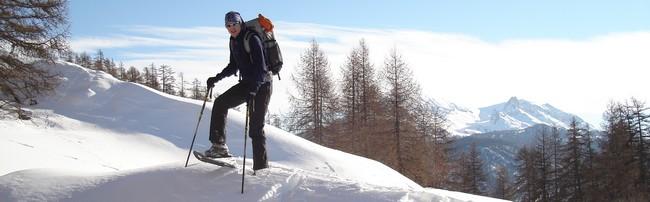 bien s'équiper pour la randonnée à raquettes à neige