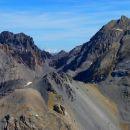 Pointe d'Escreins (3038 m) au 1er plan et Font Sancte au fond