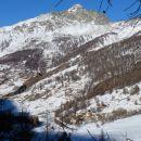 L'Echalp dominé par le Pelvas (2929 m)