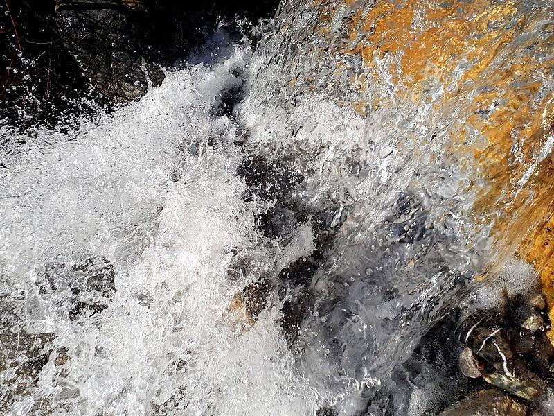 Cascade aux eaux tumultueuses