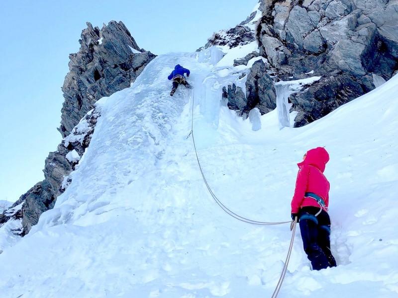 Cascade de glace hivernale à Prali (Val Germanesca - Piémont Italien)