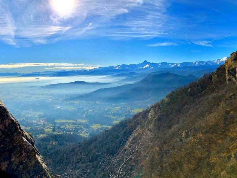 Escalade sur falaise ensoleillée en Hiver à Prali (Val Germanesca - Piémont Italien)
