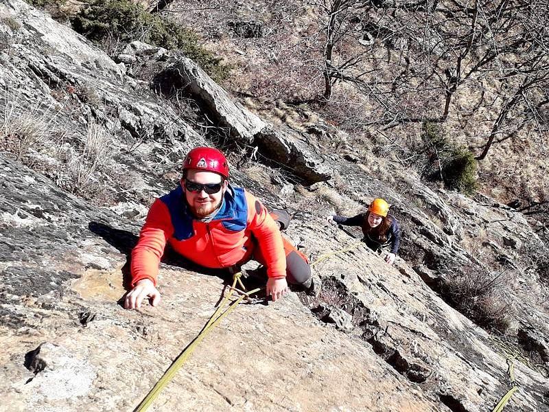 Escalade sur falaise ensoleillée à Prali (Val Germanesca - Piémont Italien)