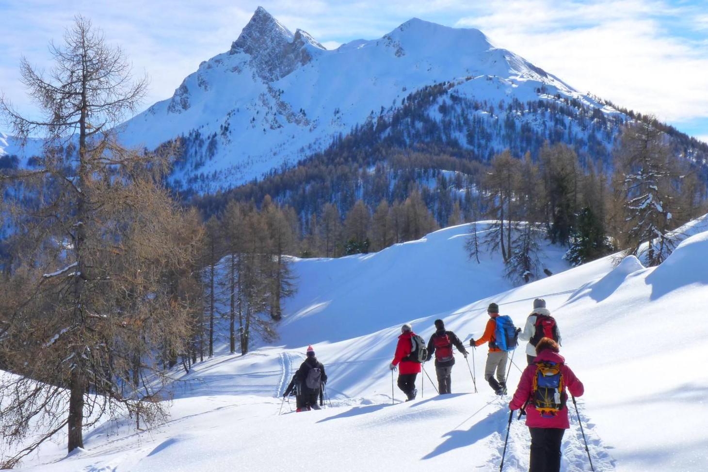 Cabanes et alpages enneigés