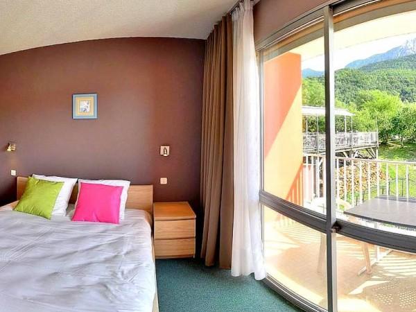 Chambre de l'Hôtel à Savines (non contractuel) - Tour du Lac de Serre-Ponçon