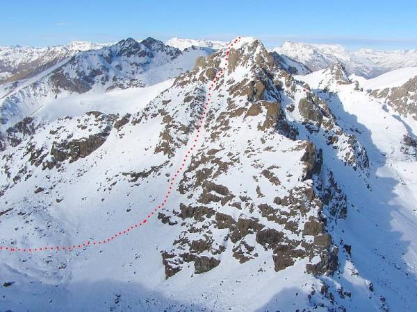 Couloir enneigé - alpinisme hivernal