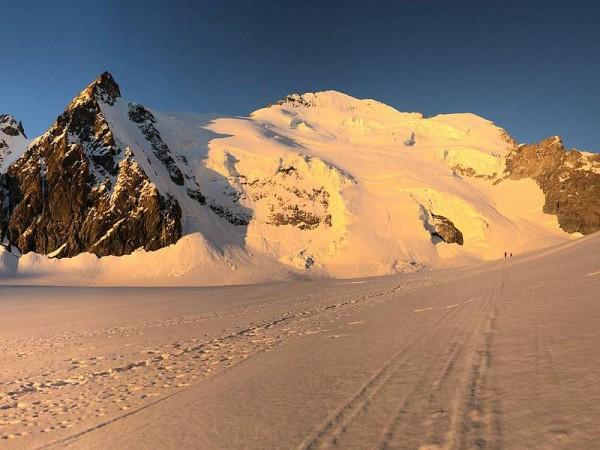 Glacier Blanc - La Barre et le Dôme (4103 m) des Ecrins (4015 m)