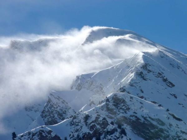 Drapeaux de neige poudreuse