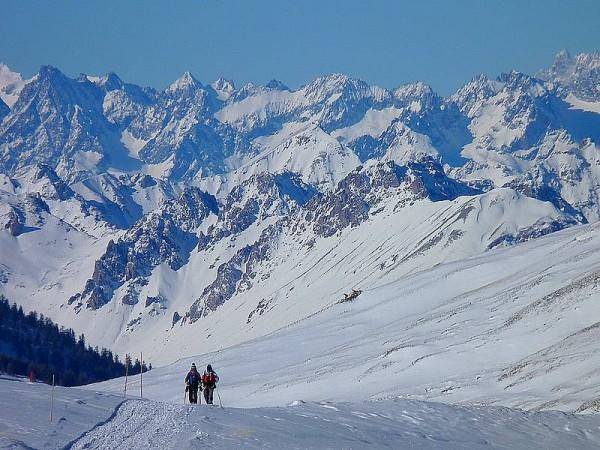 Panorama sur les Ecrins (4102 m) depuis le Refuge de la Blanche - ski de randonnée en Queyras