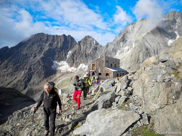 Refuge Nacamuli - Haute-Route Valais-Aoste entre Italie et Suisse sur vastes glaciers