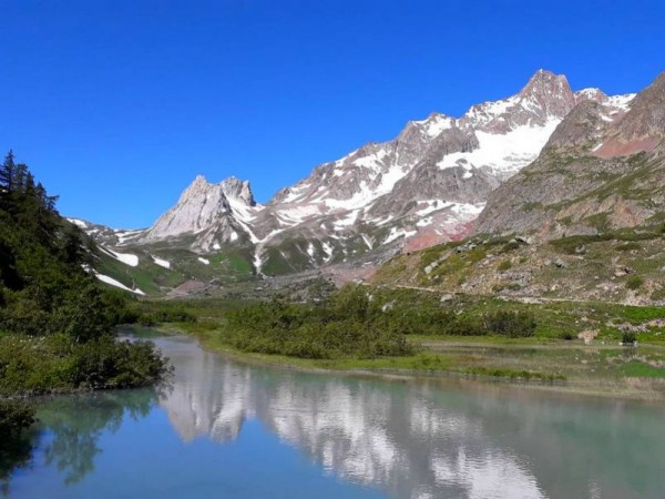 Lac Combal et Pyramides Calcaires- Val Veny