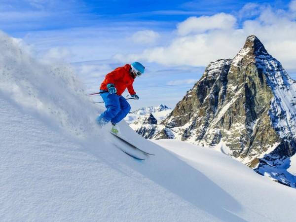 Belle descente en neige poudreuse - ski et spa en val d'Aoste