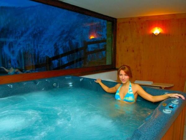 Jacuzzi de l'hôtel - ski et spa en val d'Aoste