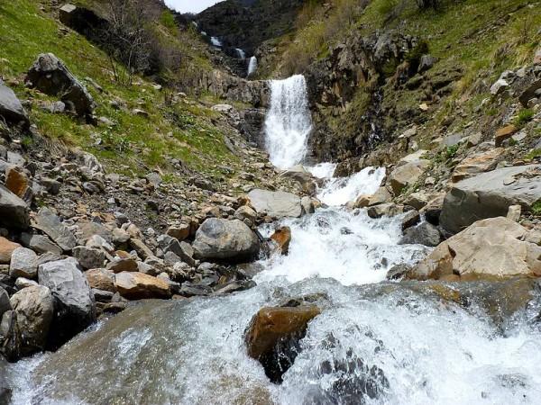 Cascade dans les Alpages - Parc National des Ecrins