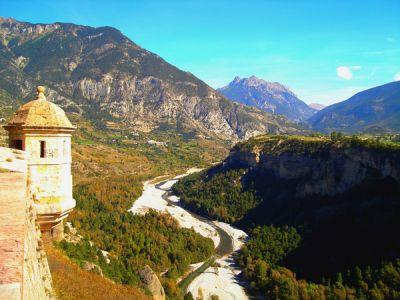 Place Forte de Mont-Dauphin sur le chemin de Saint-Jacques de Compostelle dans les Alpes