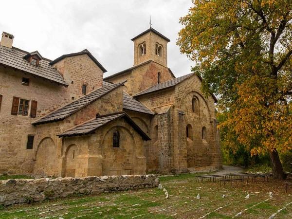 Abbaye du Boscodon-  Sur le chemin de Saint-Jacques de Compostelle dans les Alpes