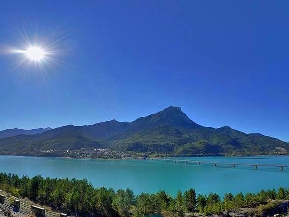 Lac de Serre-Ponçon -  Sur le chemin de Saint-Jacques de Compostelle dans les Alpes