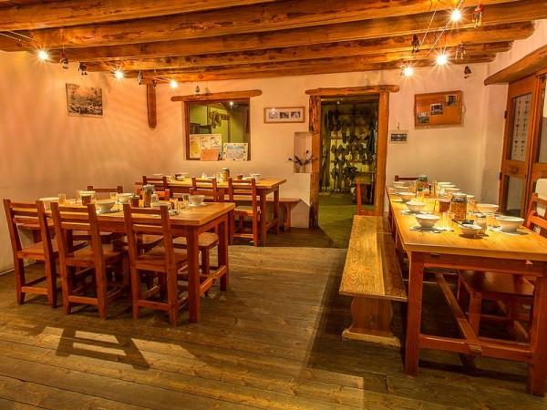 Salle à manger du Refuge de Ricou (Non contractuel)