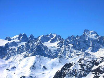 Panorama sur le massif des Ecrins (4103 m) depuis le sommet du Mont-Thabor