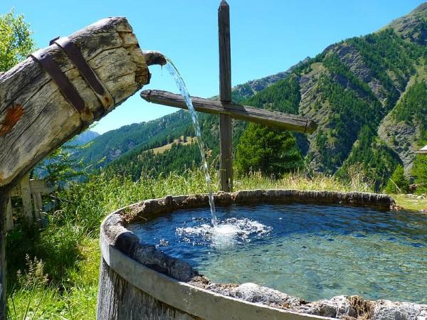 Fontaine typique du Parc Régional du Queyras