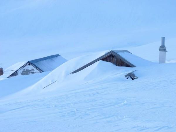 raquettes neige l'alpe du lauzet chalets recouverts par la neige