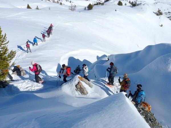 Jour 3 séjour raquettes aux bains du monetier vallée de cervières randonneurs sur la neige