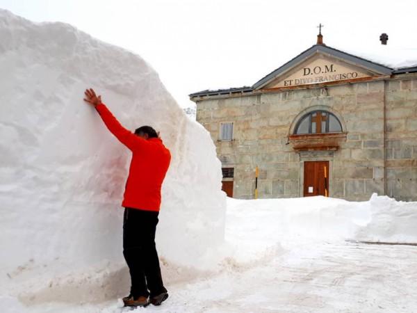 4 métres de neige à Montespluga !