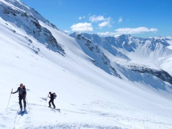 Montée au Col de Chaudemaison sous le Pic de Rochebrune