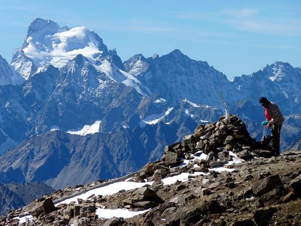 Panorama sur la Barre des Ecrins (4102 m) depuis le sommet du Mont-Thabor - Cerces Clarée
