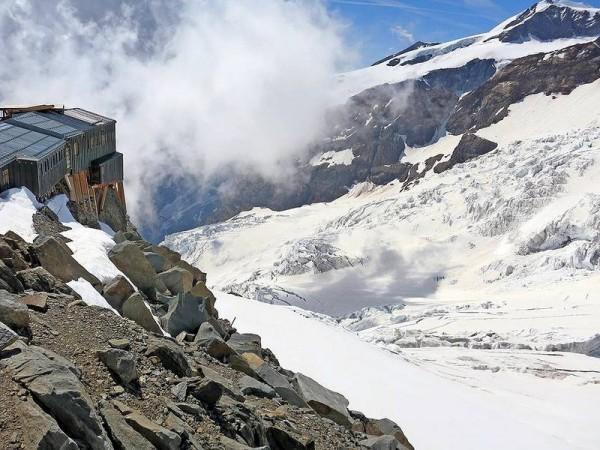 Refuge Gnifetti dominant les Glaciers