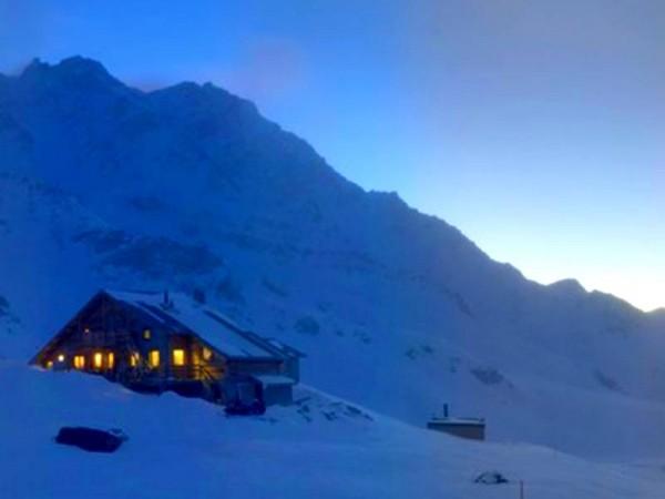 Refuge de la Blanche (2500 m) en pleine montagne - Queyras