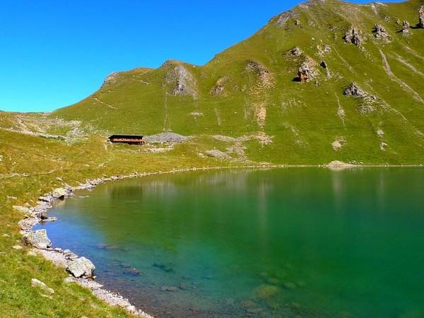 Lac et refuge de la Muzelle - Tour des Ecrins GR54 en Gîtes et refuges en 6 jours