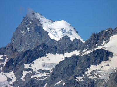 la Barre (4103 m) à gauche du Dôme des Ecrins