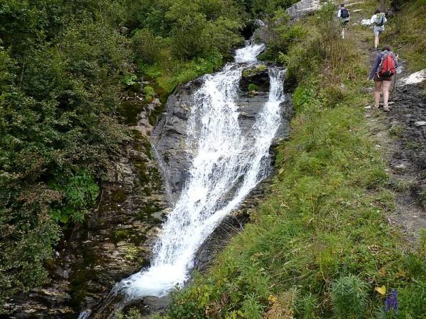 Cascade vers San Michele Prazzo - Percorso Occitano (Sentier Occitan) en Val Maira