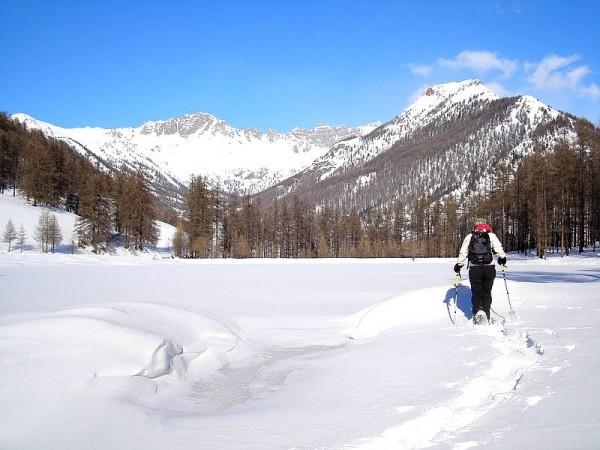 Rando sur le Lac de Roue gelé et enneigé par grand froid