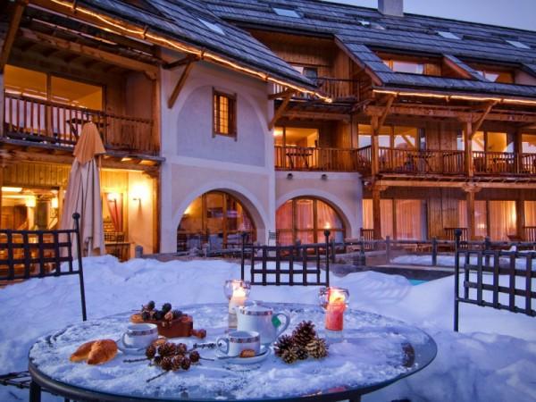 Extérieur Hôtel**** la Ferme de l'Izoard (photo non contractuelle)