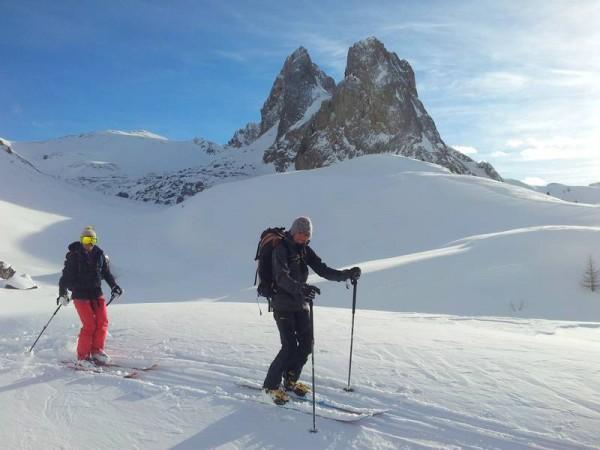 Montagnes de près de 3000 mètres aux allures dolomitiques