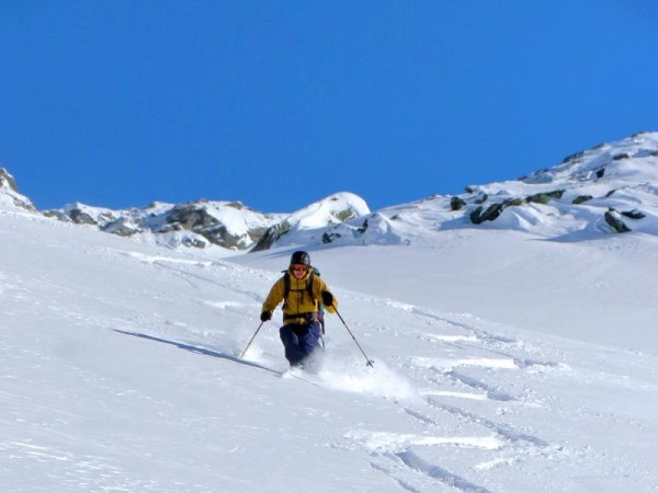 Descente magique en poudreuse ! Découverte du raid à ski de randonnée dans les Alpes du Sud
